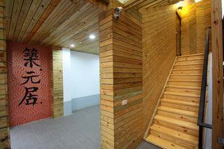 日式和风复式原木楼梯间效果图