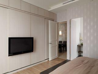 现代简约卧室隐形门隔断设计