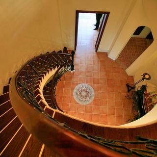豪华东南亚旋转楼梯效果图