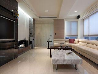 最新现代客厅 大理石茶几装饰图