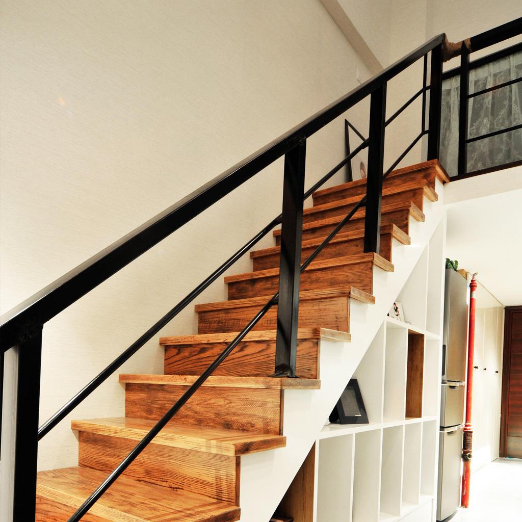 北欧一居复式原木楼梯装饰图