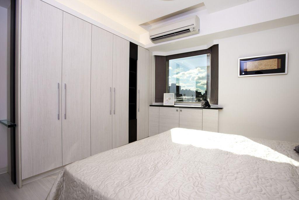 现代简约卧室实木衣柜图片