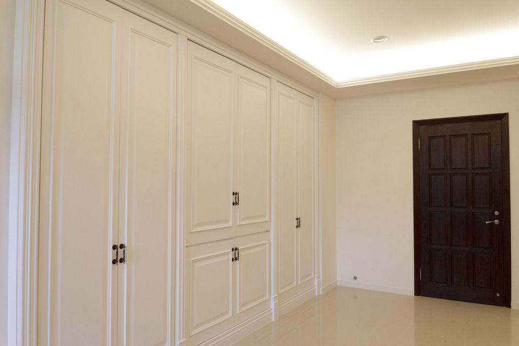 现代简约装修 进门玄关墙面收纳柜设计