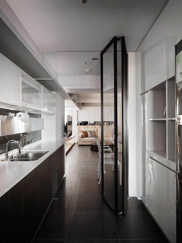 简美式厨房折叠门隔断设计