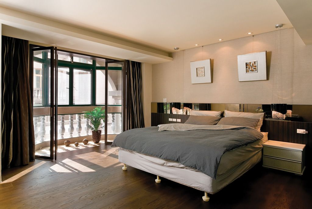 现代混搭卧室 折叠玻璃门隔断设计