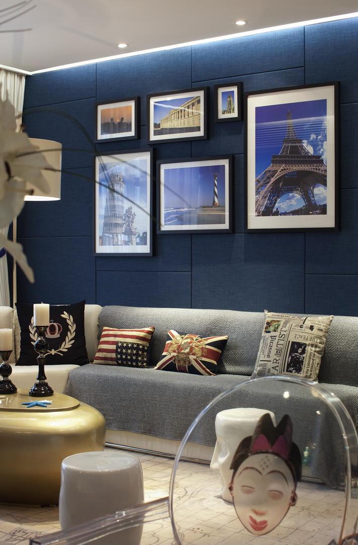 个性欧美风沙发相片墙设计