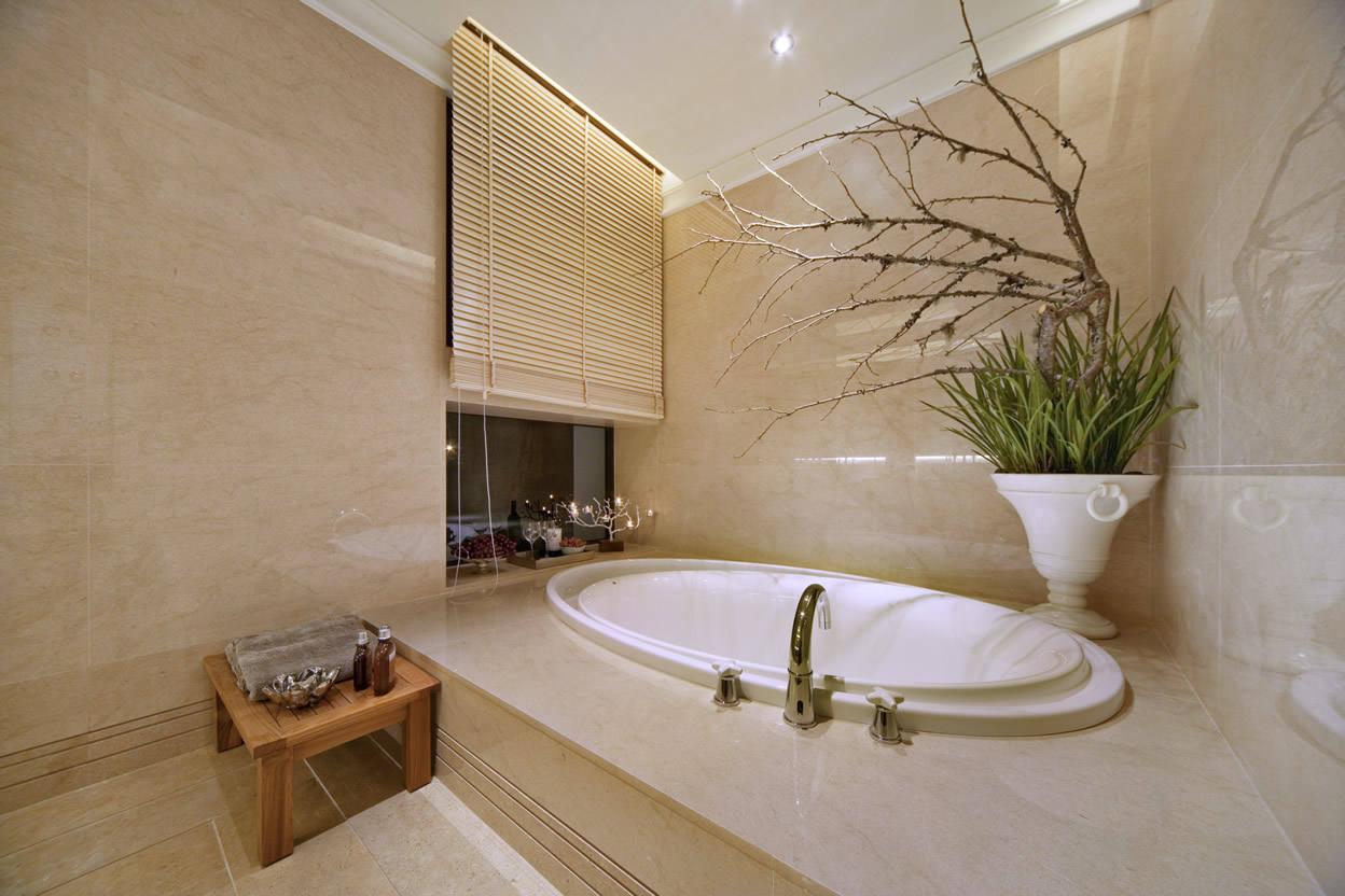 优雅新古典卫生间浴缸设计