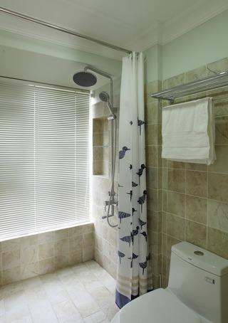 简约美式卫生间百叶帘装饰图