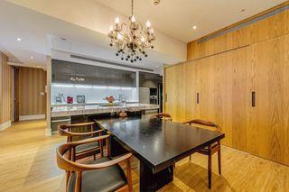 实木混搭公寓餐厅效果图
