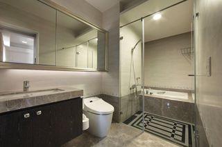 简欧卫生间玻璃门隔断设计