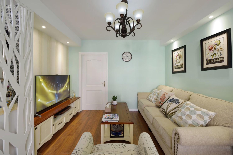 清新混搭小客厅白色门装饰