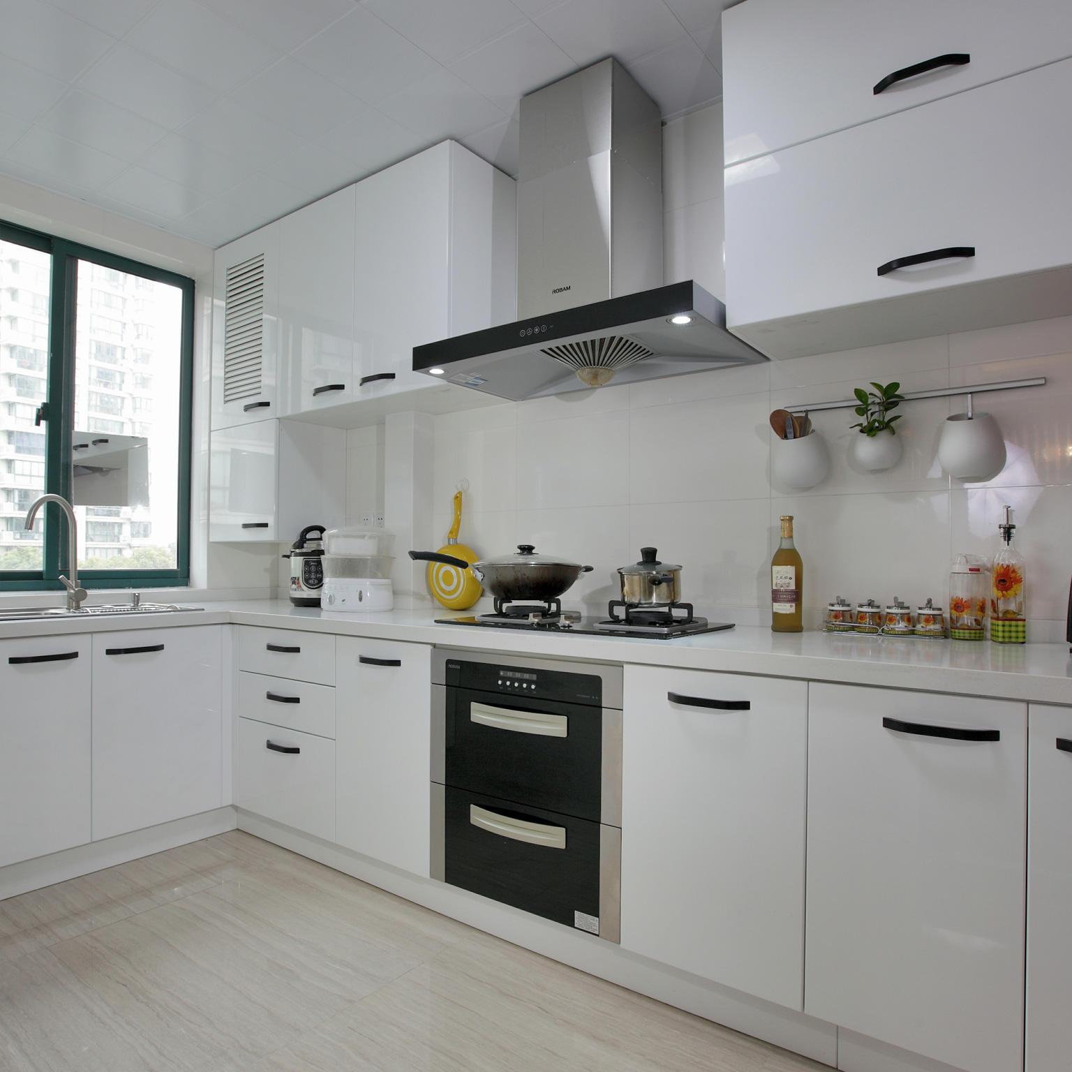 现代简约风厨房 白色橱柜效果图