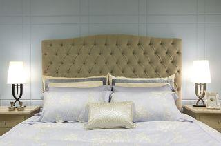 时尚现代卧室高背床装饰图