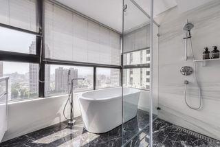 时尚混搭浴室玻璃隔断效果图
