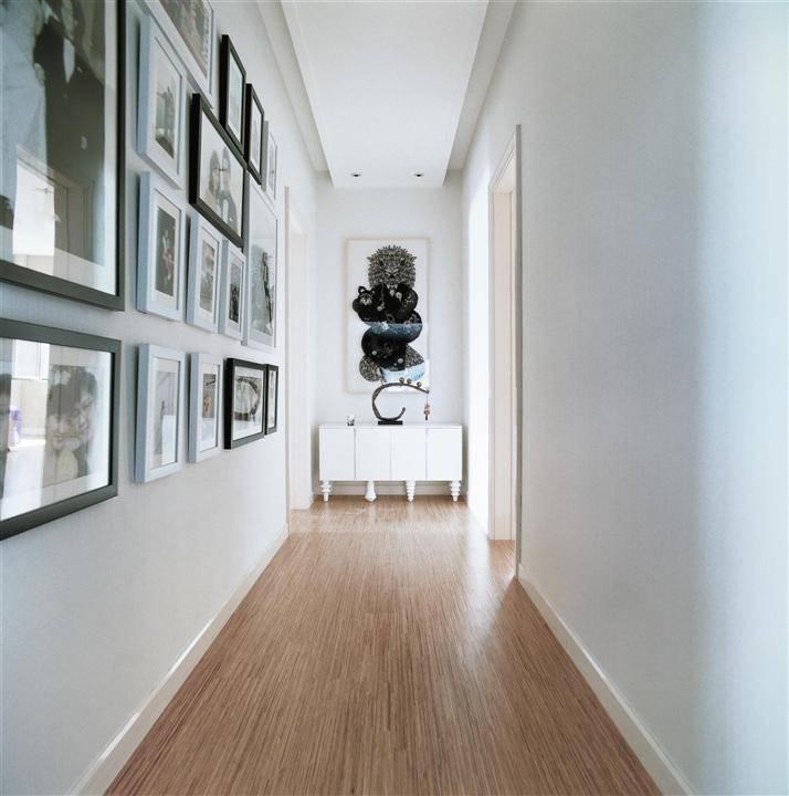 现代家居过道相片墙设计