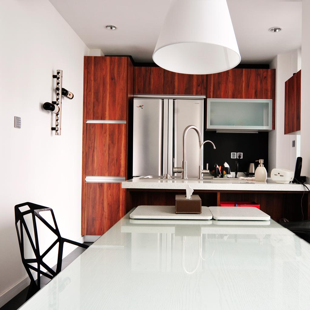 开放式现代厨房橱柜装饰图