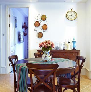 地中海风格餐厅花瓶装饰