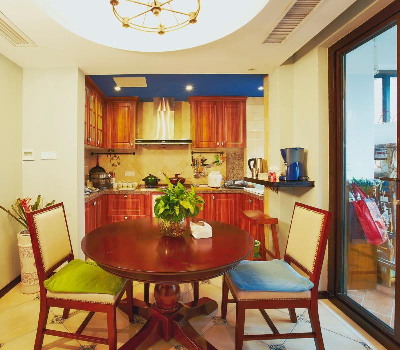 美式田园风餐厅圆桌装饰
