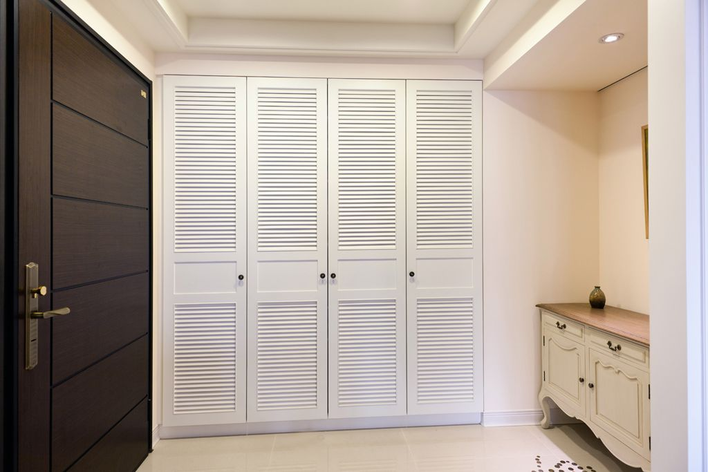 简美式入门玄关嵌入式壁柜设计