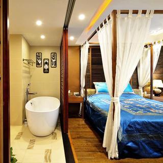 浪漫复古东南亚风情 主卧浴缸隔断设计