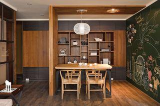 混搭中式风餐厅博古架设计