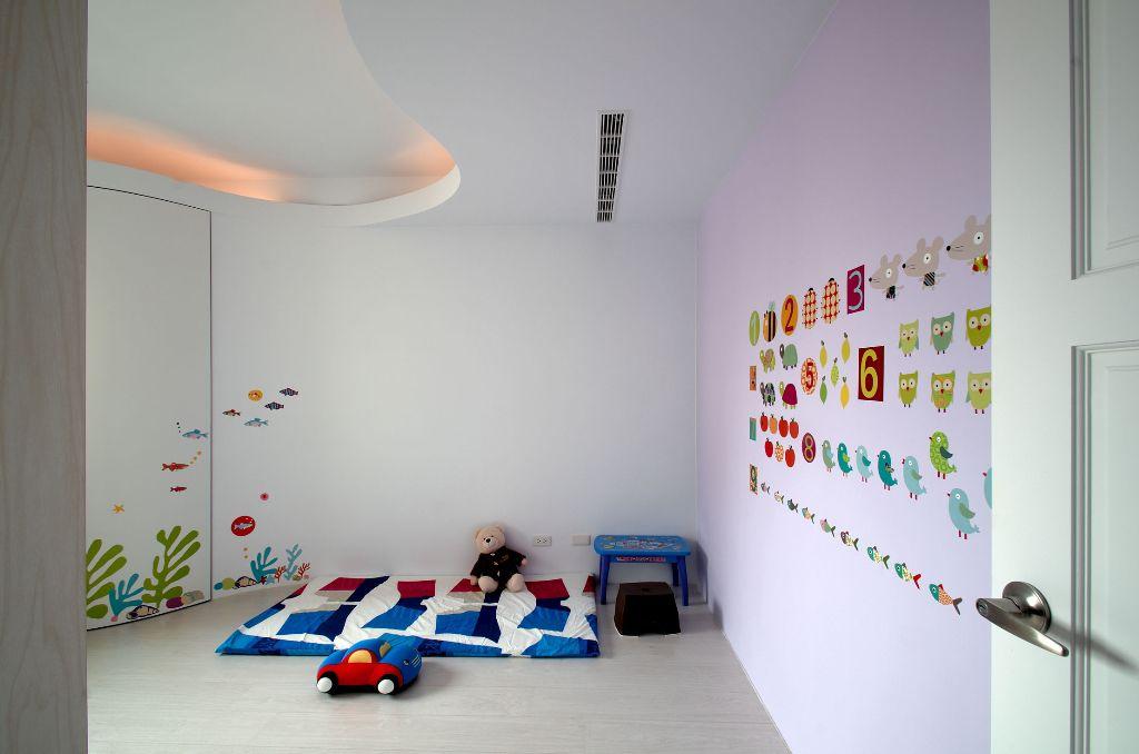 唯美可爱简约 儿童房彩绘墙设计