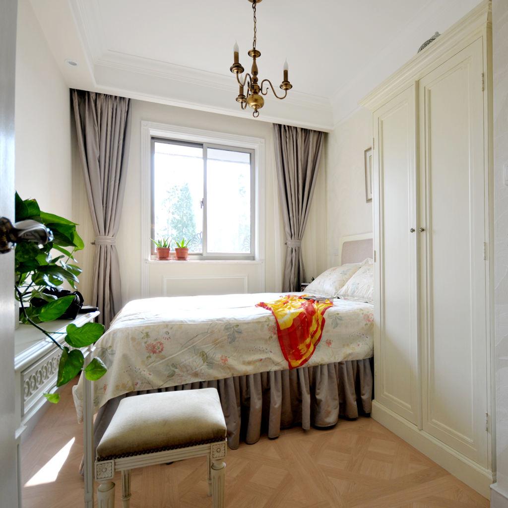 温馨简欧风卧室窗帘设计图