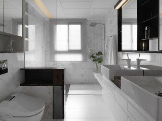 纯净现代简约 卫生间百叶帘装饰图