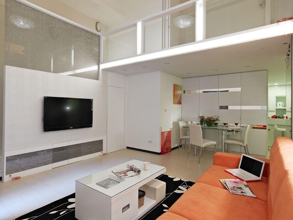 明亮简约复式客厅背景墙设计