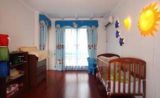實木美式兒童房 藍色窗簾效果圖