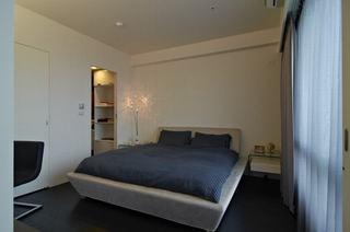 简约时尚卧室隐形门设计