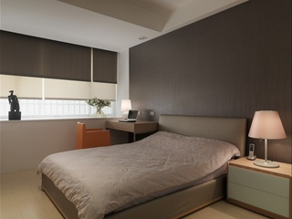 简约卧室灰色背景墙装饰图