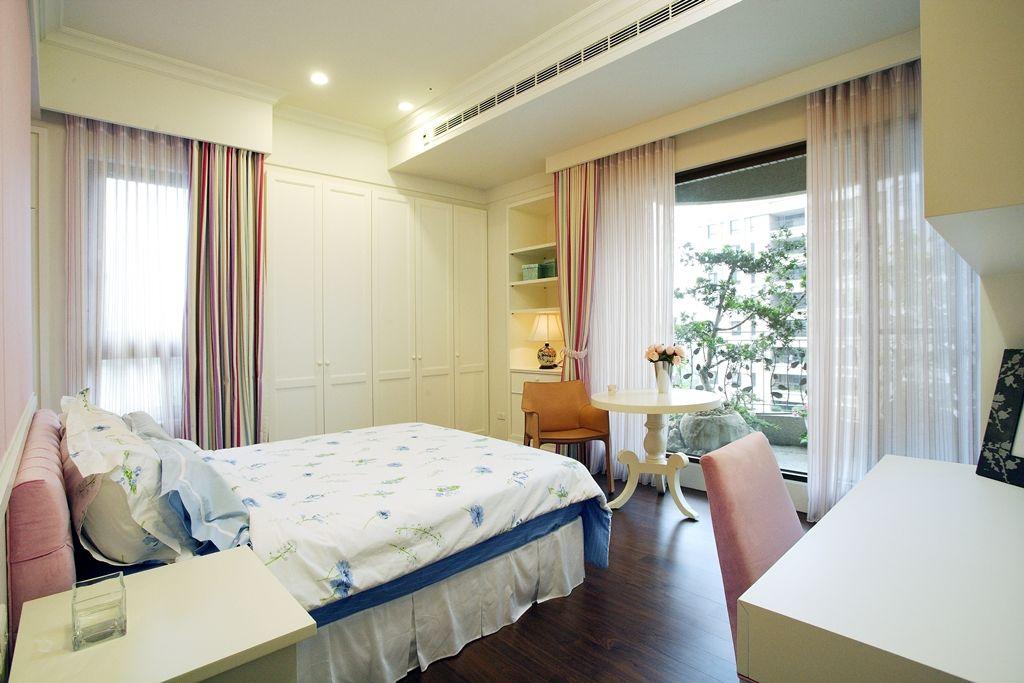 唯美美式风格 卧室落地窗效果图