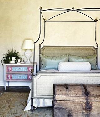 古典北欧风卧室铁艺床设计