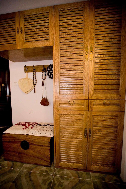 日式和风家居原木衣柜效果图
