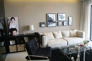 现代简约客厅黑白软装设计