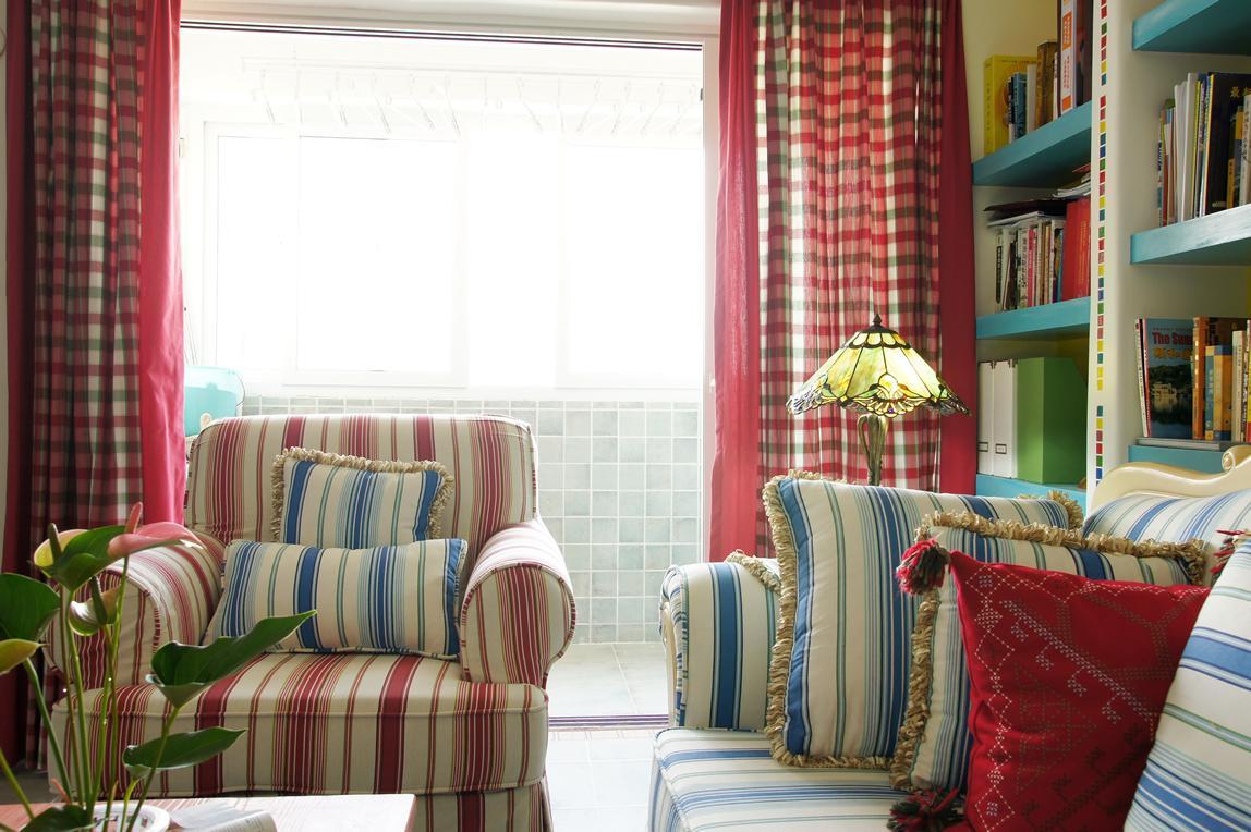 甜美粉色地中海客厅 格子窗帘效果图