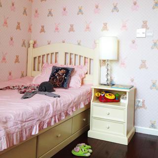 甜美粉色美式儿童房墙纸设计