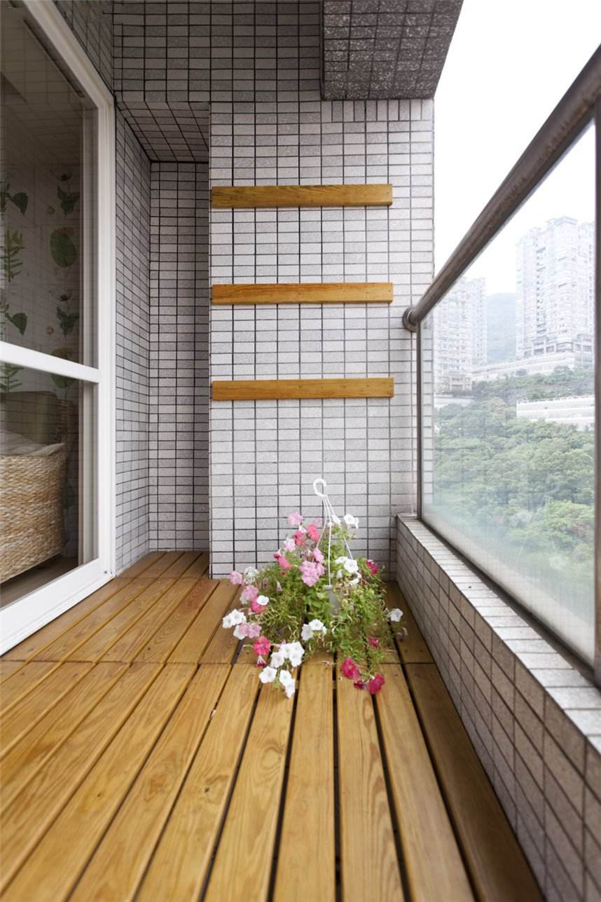 自然清新田园家居阳台防水实木地板装饰效果图