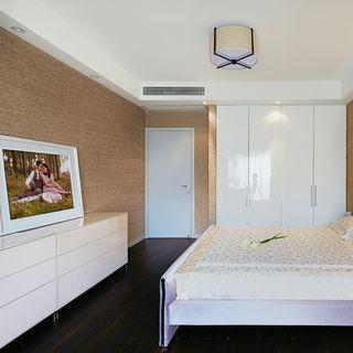 现代简约设计卧室白色衣柜装饰效果图