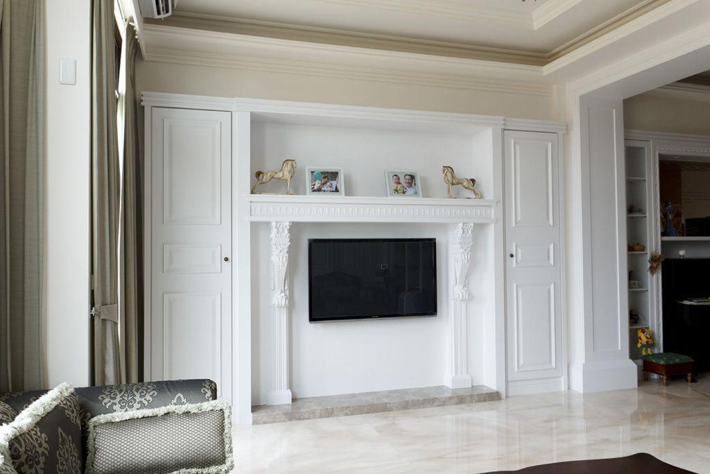 白色简约客厅隐形门电视背景墙装潢效果图