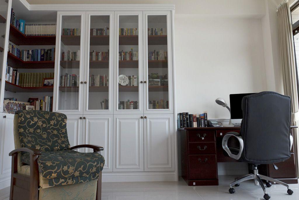 简约家居书房白色书柜装饰效果图