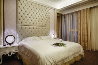 时尚简欧卧室床头软包背景墙设计
