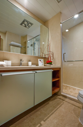 简约现代家居卫生间玻璃门隔断装修图