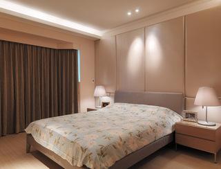 素雅温馨现代卧室窗帘装饰图