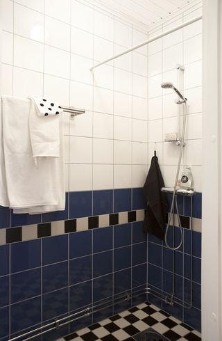 蓝色马赛克北欧卫生间设计
