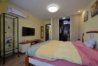 浅黄色清新美式乡村风格三居室装修案例