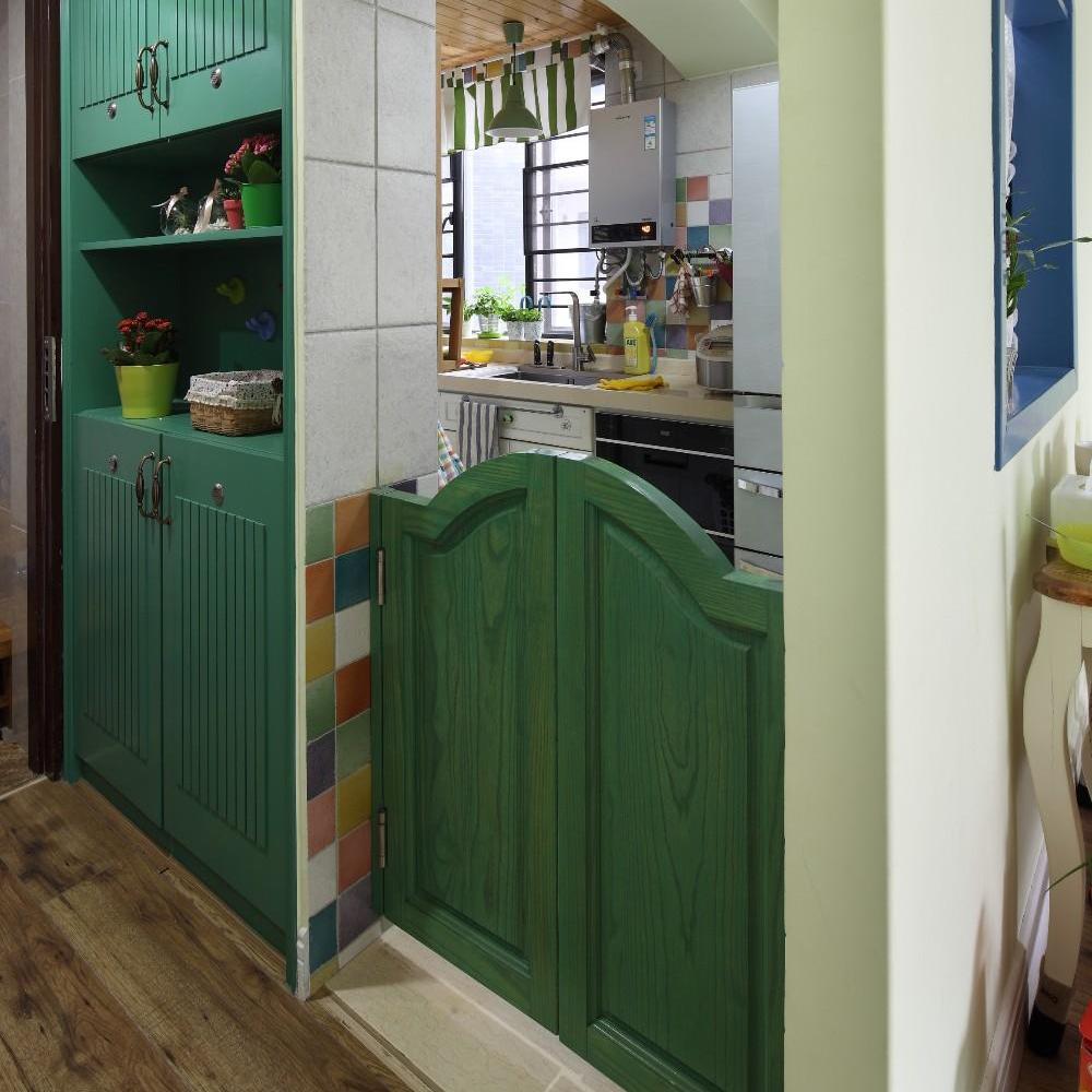 家居厨房混搭设计绿色木门半隔断装饰效果图