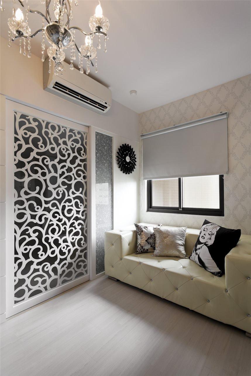 优雅简欧客厅 雕花隔断设计
