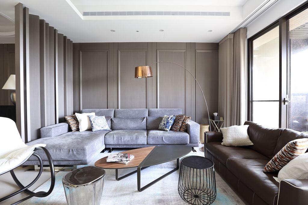 暗色系现代客厅家具装饰图